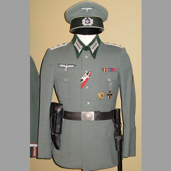 Heer Officers Service Dress Tunic & Visor