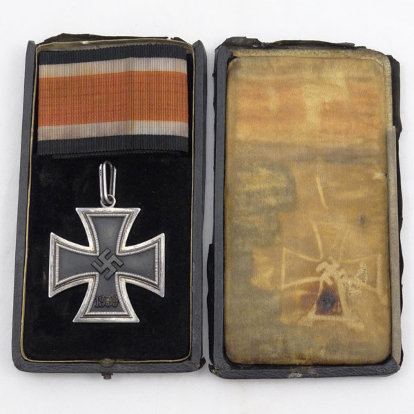 Knights Cross with Ribbon & Case — Juncker 800 L/12