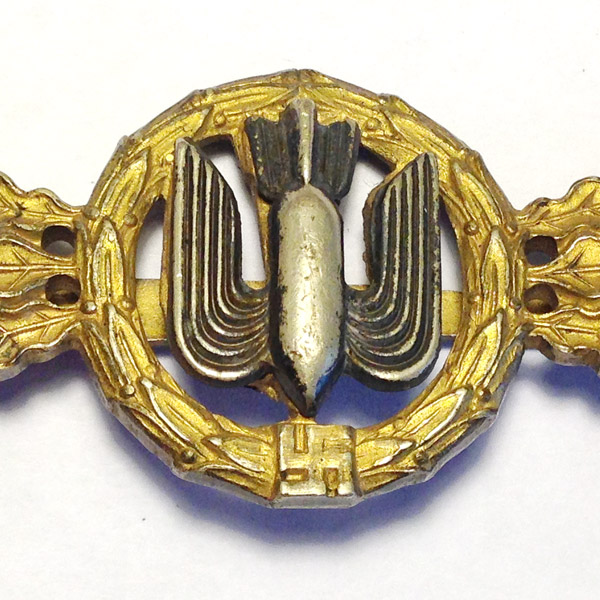 Luftwaffe Bomber Clasp in Gold